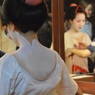 Maiko im alten Geishahaus in Kyoto
